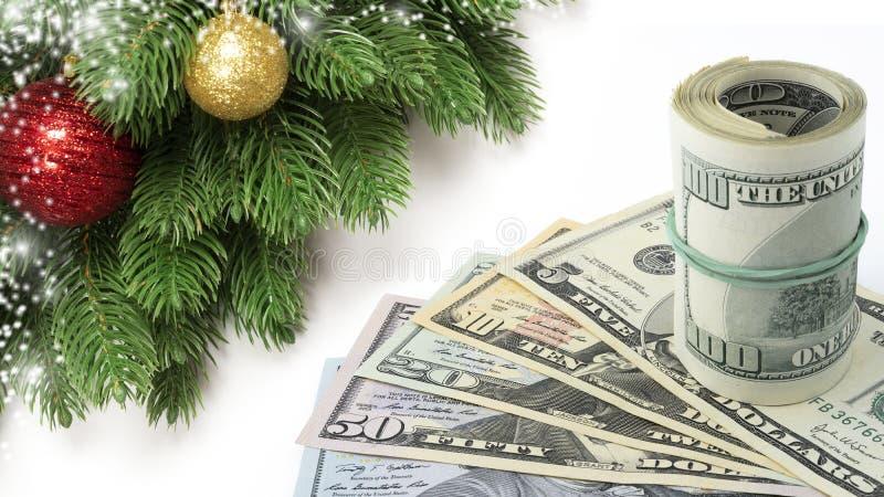 Dólares do dinheiro dos E.U. da decoração do Natal ou cédulas do dinheiro isoladas no fundo branco imagens de stock
