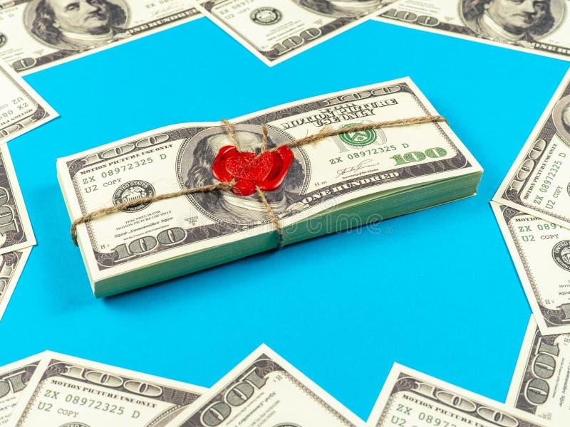 Dólares do dinheiro do suporte Estilo antigo completo da cópia 100 contas de d?lar Tijolo selado com cera e corda de selagem imagens de stock royalty free