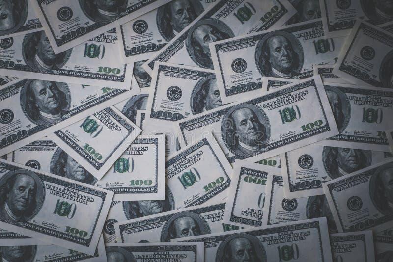 Dólares do fundo, montão de cem contas da cédula do dólar dos EUA, muito dinheiro americano do dinheiro, vista superior imagens de stock