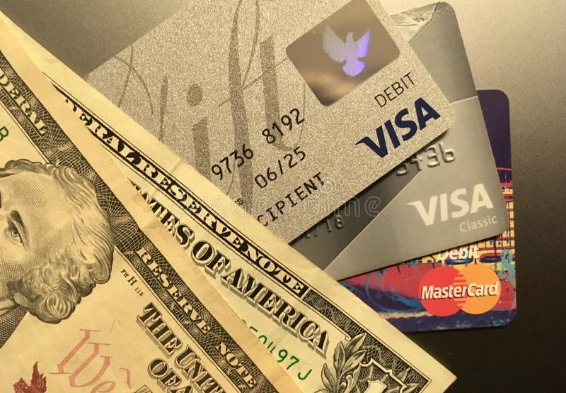 Dólares e cartões de banco fotos de stock royalty free