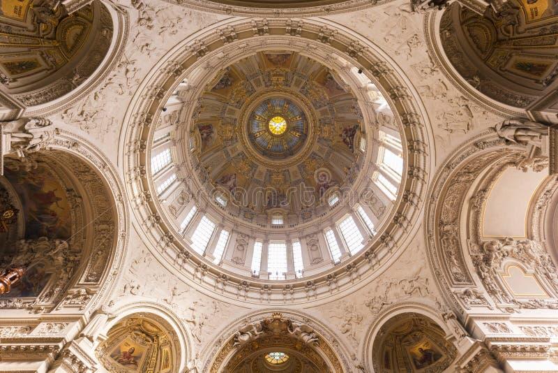 Dôme aux DOM berlinois vus de dessous photo stock