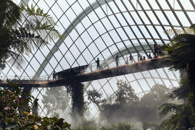 Dôme de nuage aux jardins par la baie image stock