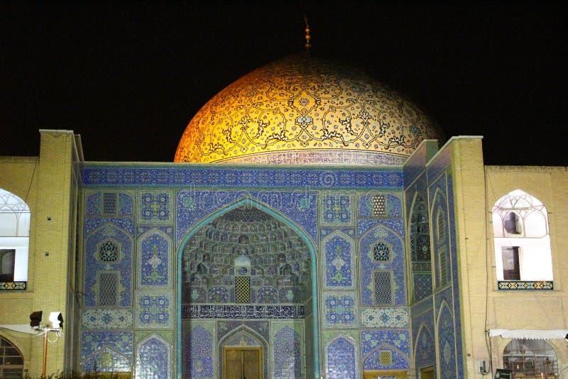 Dôme de Sheikh Lotfollah Mosque dans la place de Naqsh-e Jahan la nuit, Isphahan, Iran photos stock