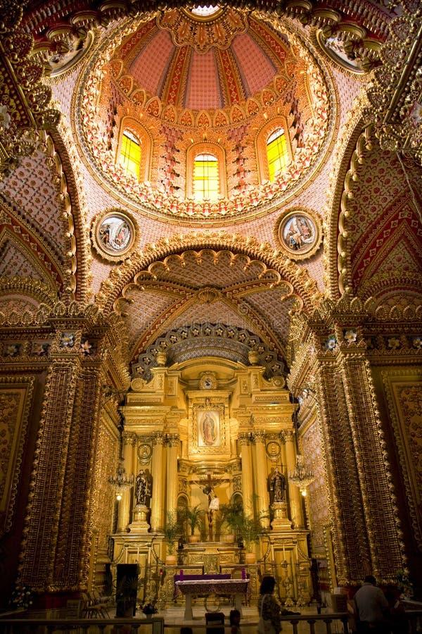 Dôme Mexique d'autel d'église de Guadalupita photos stock