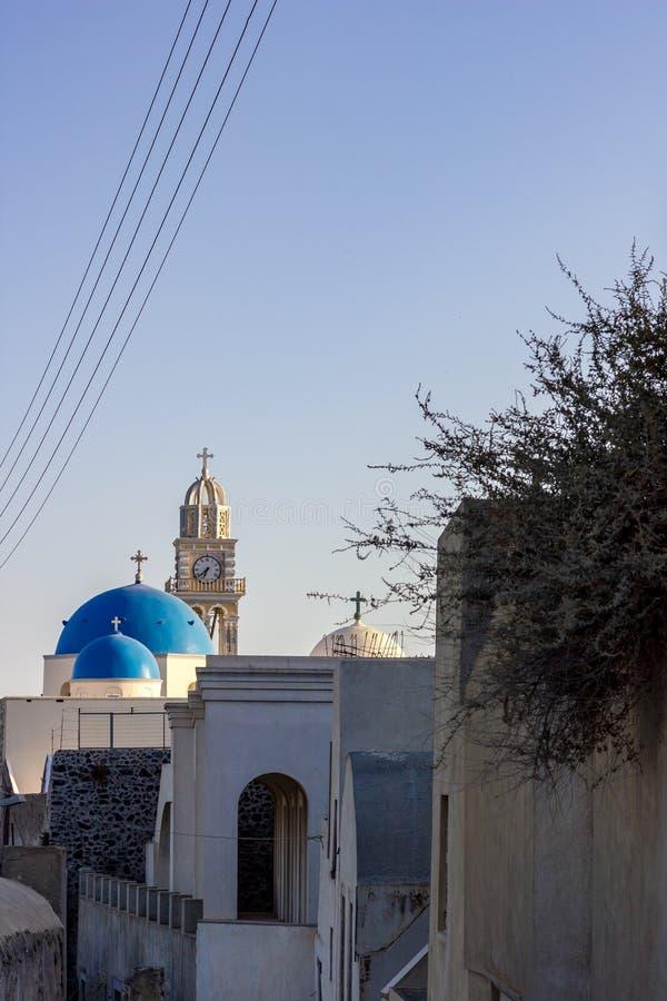 Dôme typique d'église dans Santorini, Grèce image libre de droits