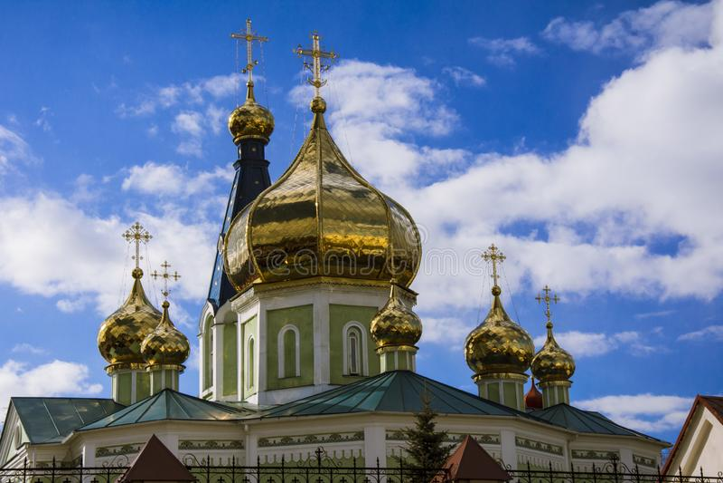 Dômes d'or de l'église photographie stock