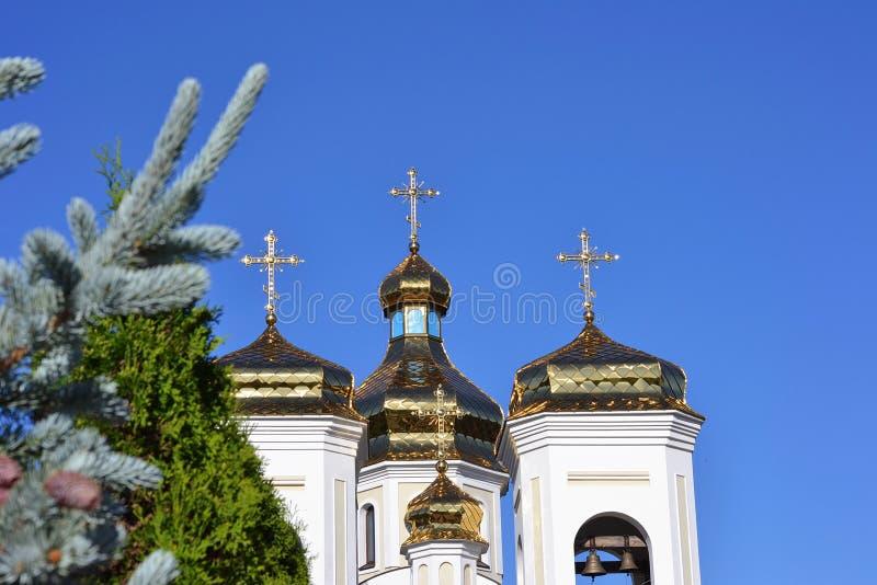 Dômes d'or Svyatogo Nikolaya Chudotvortsa photos stock