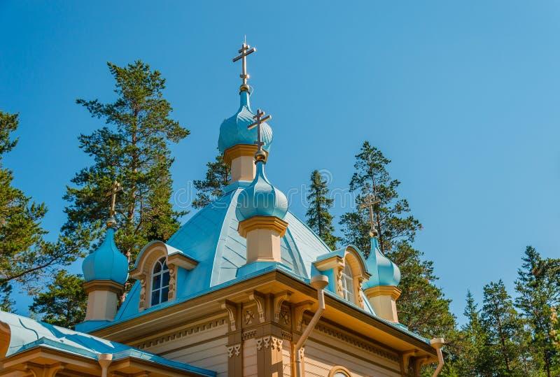 Dômes de la chapelle de l'ascension du seigneur sur le bâti Eleon Skete de Gethsemane du monastère de Valaam ?le de Valaam, Car?l images libres de droits