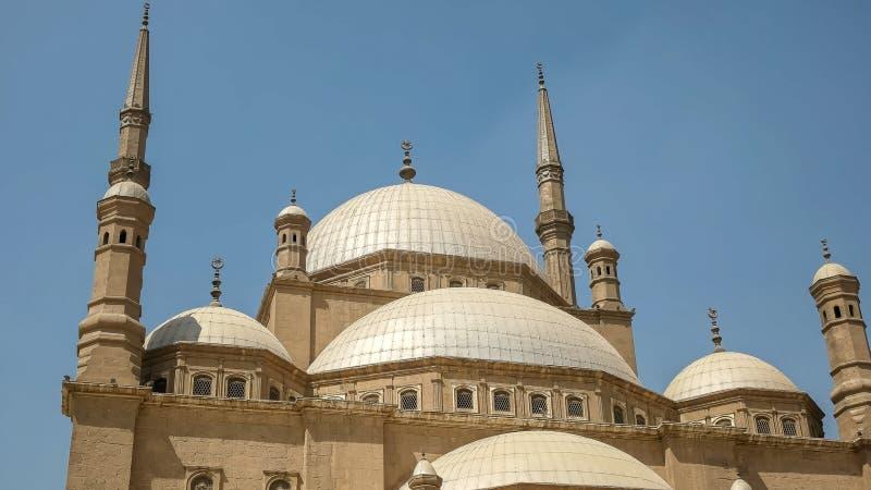 Dômes de la mosquée d'albâtre au Caire image stock
