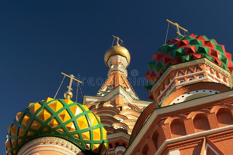 Dômes des cathédrales du basilic de saint. Moscou, Russie. Plan rapproché photo stock