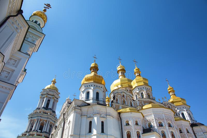 Dômes dorés de Kiev Pechersk Lavra à Kiev, Ukraine image stock