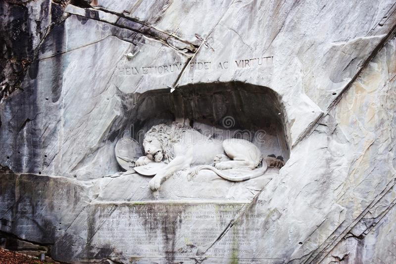 Dö lejonmonumentet Lucerne Schweiz arkivfoton
