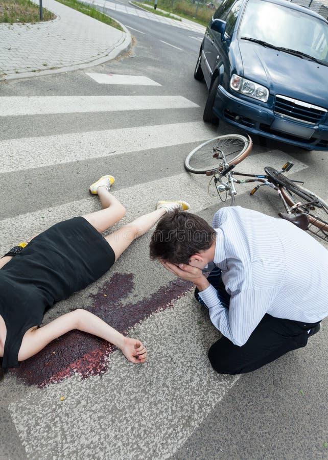 Död kvinna som dödas av chauffören arkivbilder
