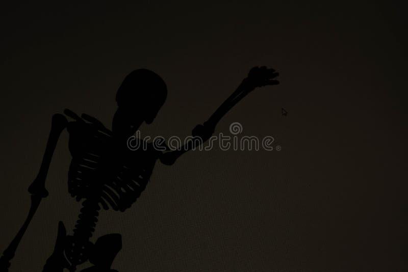 Död vänappell dig i mörkret arkivfoto
