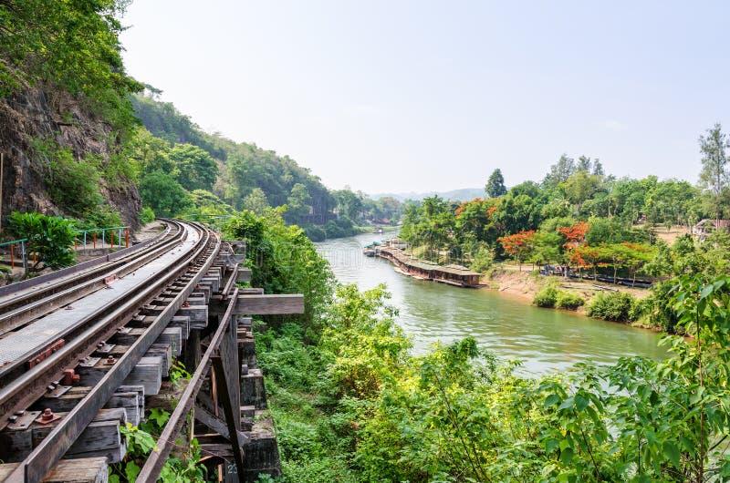 Dödjärnvägsbro över den Kwai Noi floden arkivfoto