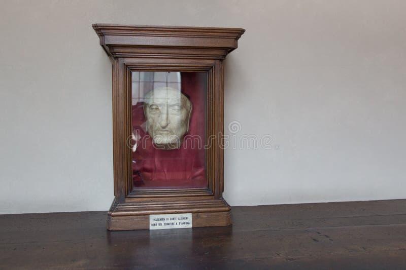 Dödmaskering av Dante Alighieri på Palazzo Vecchio, Florence, Italien royaltyfri foto