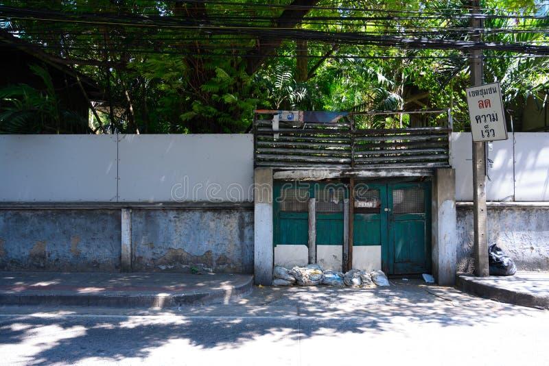 Dörröppning i Bangkok arkivbild