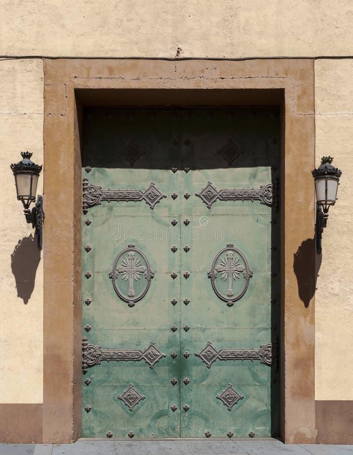 Dörr av den Santa Maria de Gracia kyrkan royaltyfria bilder