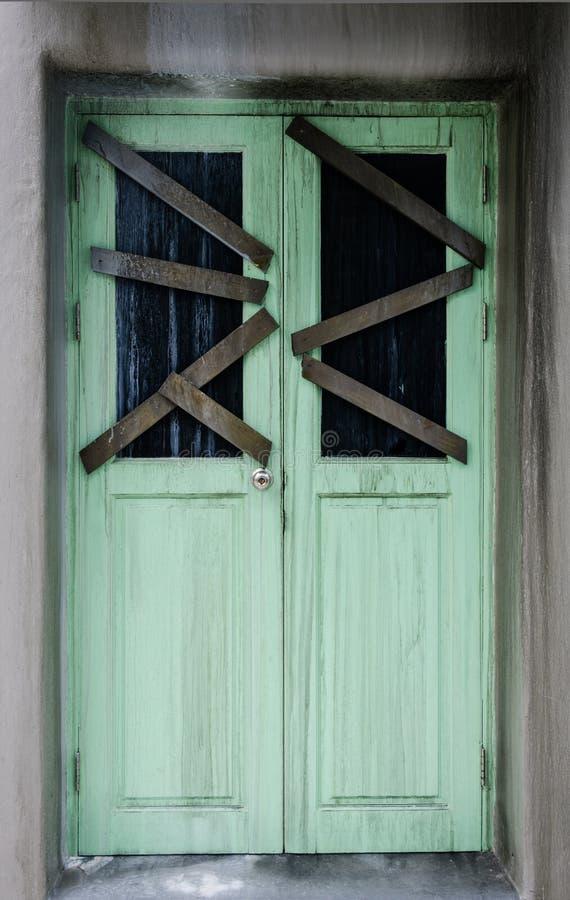 Dörr av det spökade huset arkivbilder