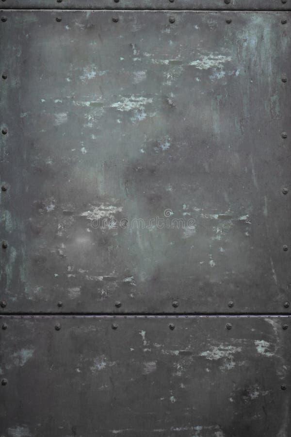 Dörr för metalliskt stål för närbild rektangulär med den tokiga texturtapeten, smutsig rostig metallisk bakgrund med skugga royaltyfria bilder