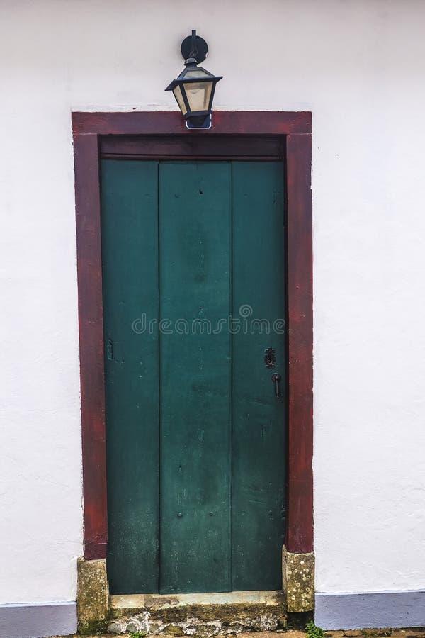 Dörr i Tiradentes - Minas Gerais - Brasilien royaltyfria foton