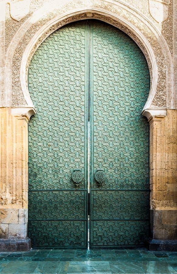 Dörr till Mezquita av Cordoba i Andalucia, Spanien. royaltyfri bild