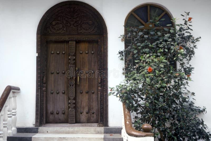 dörr traditionella zanzibar arkivfoton
