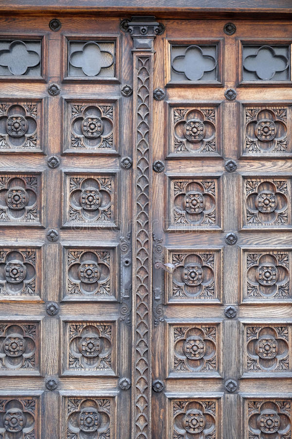 Dörr västra portal av kyrkan av St Mark i Zagreb arkivbilder