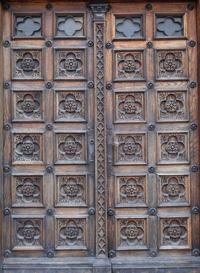 Dörr västra portal av kyrkan av St Mark i Zagreb arkivfoto