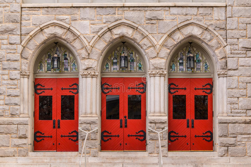 Dörrar av helgonet Mark United Methodist Church, Atlanta, USA royaltyfri bild