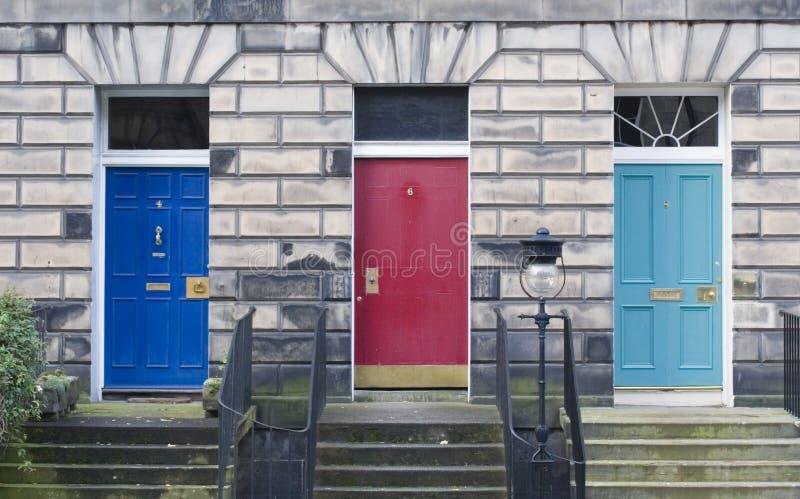 dörrar edinburgh tre arkivfoton