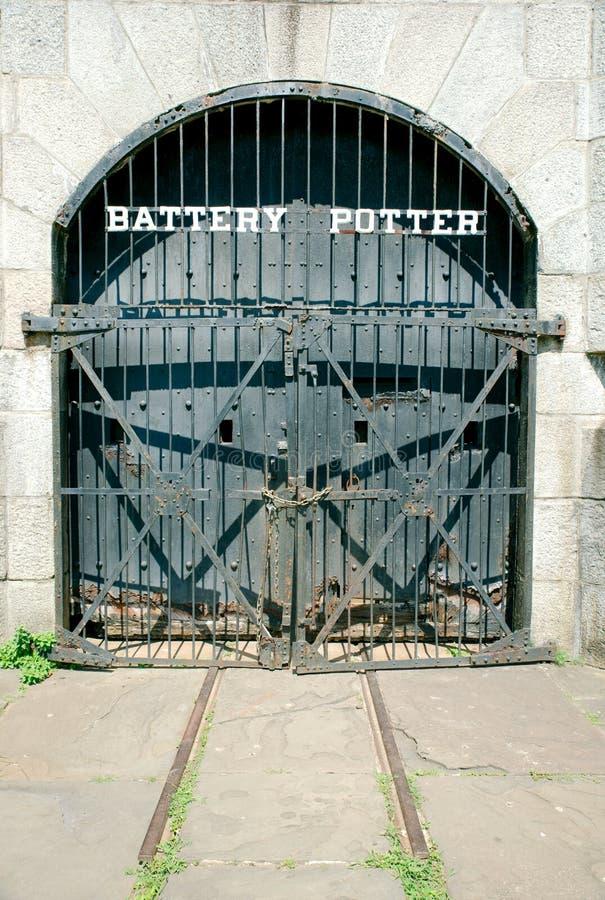 Dörrar för bunker för batterikeramiker gamla på Sandy Hook New Jersey royaltyfri foto