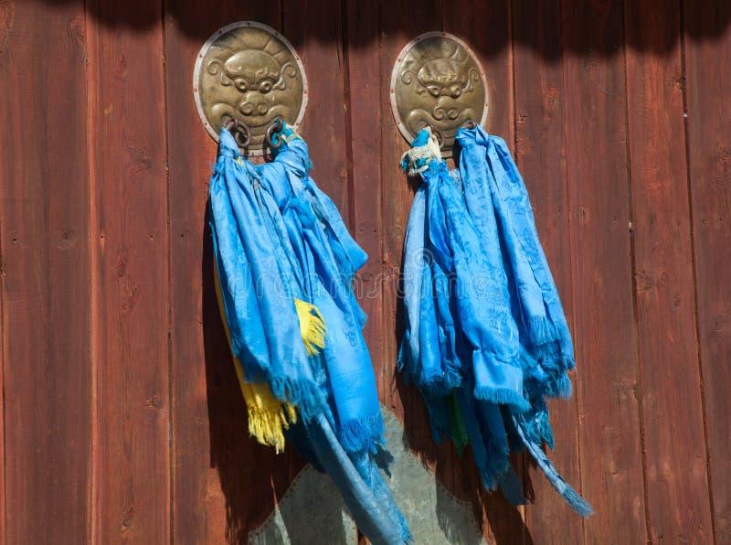 Dörrar för en buddistisk kloster royaltyfri foto