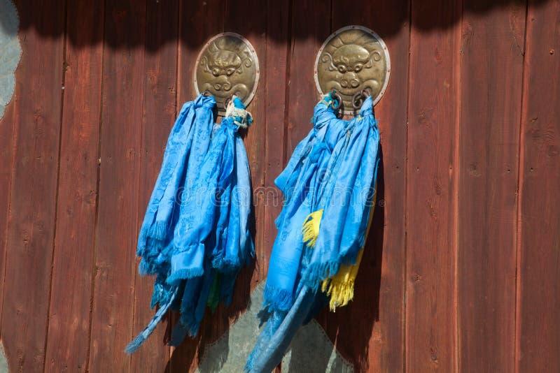 Dörrar för en buddistisk kloster arkivbild