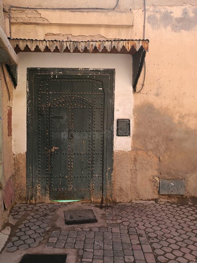 Dörrar för Medina ` s, Marrakech royaltyfri foto