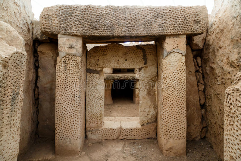 Dörrar och Windows av Hagar Qim och Mnajdra tempel royaltyfri bild