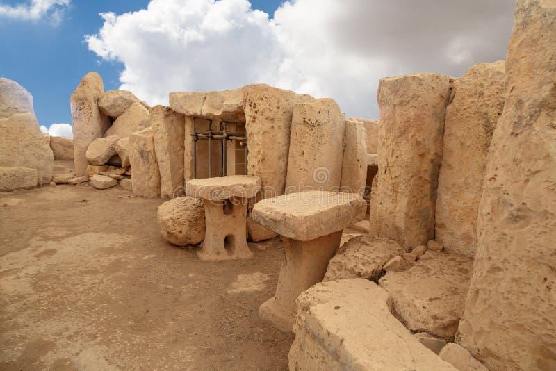 Dörrar och Windows av Hagar Qim och Mnajdra tempel royaltyfria foton