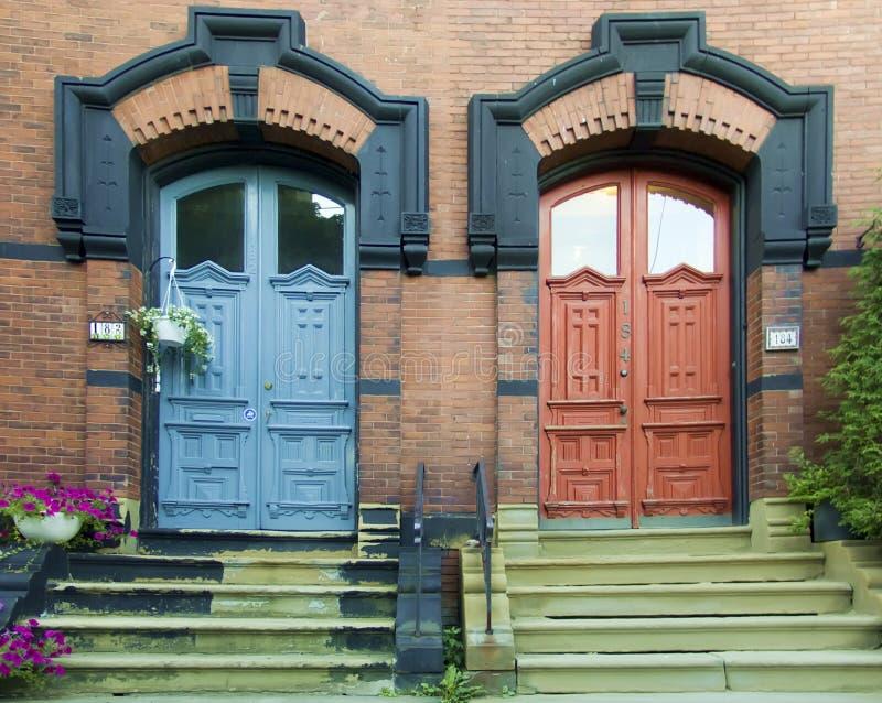 dörrar två arkivbild