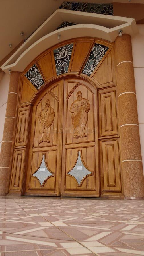 Dörren av en domkyrka i Brasilien arkivfoto