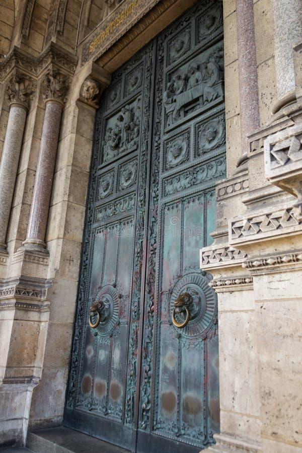 Dörren av Sacren Coeur i Paris royaltyfri bild