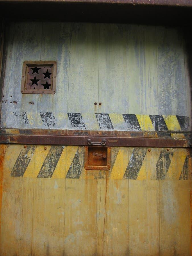 dörren rostade stjärnan royaltyfria bilder