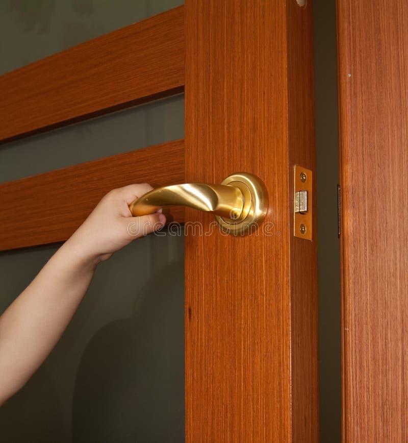 dörrhandöppning royaltyfri bild