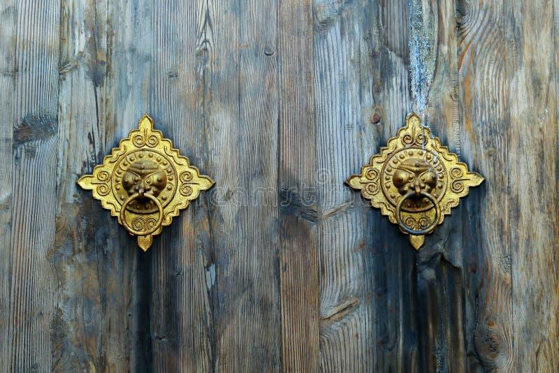 Dörrhandtag med lejondesign royaltyfri bild