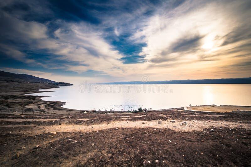 Dött hav - Oktober 05, 2018: Turister som badar i det salta döda havet, Jordanien fotografering för bildbyråer