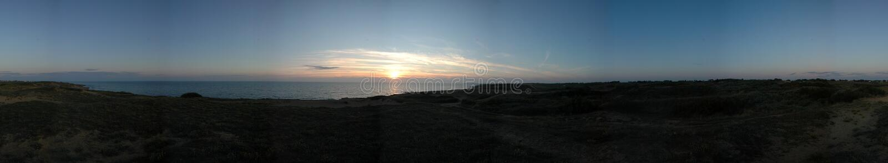 Dünen und Sonnenuntergang lizenzfreies stockbild