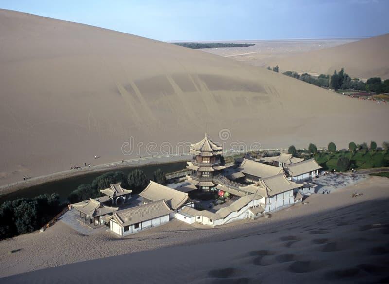 Dünen und Tempel, China stockfotografie