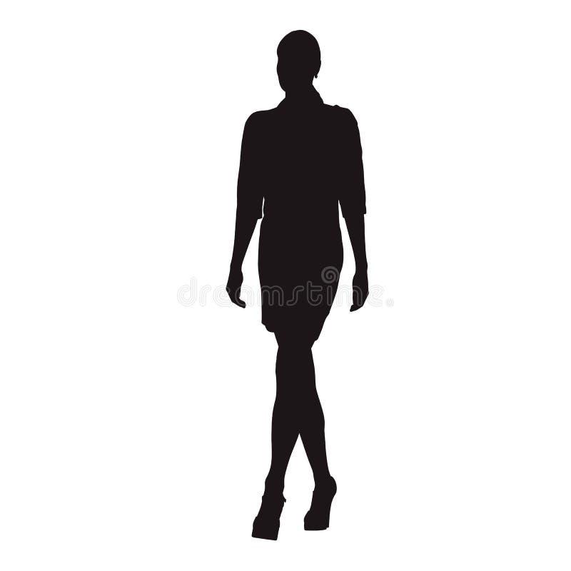 Dünne Geschäftsfrau im langen Kleidergehen lizenzfreie abbildung
