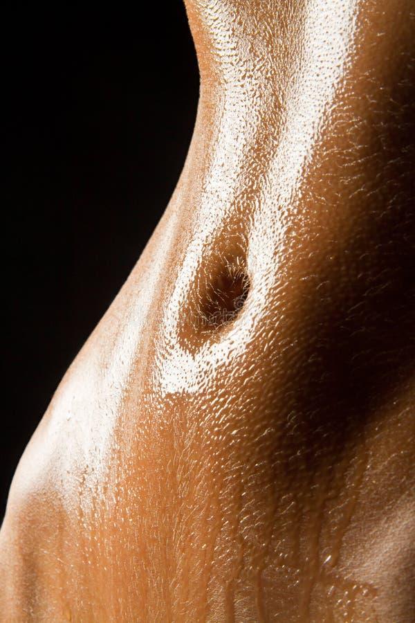 Dünner reizvoller nasser Bauch stockfoto