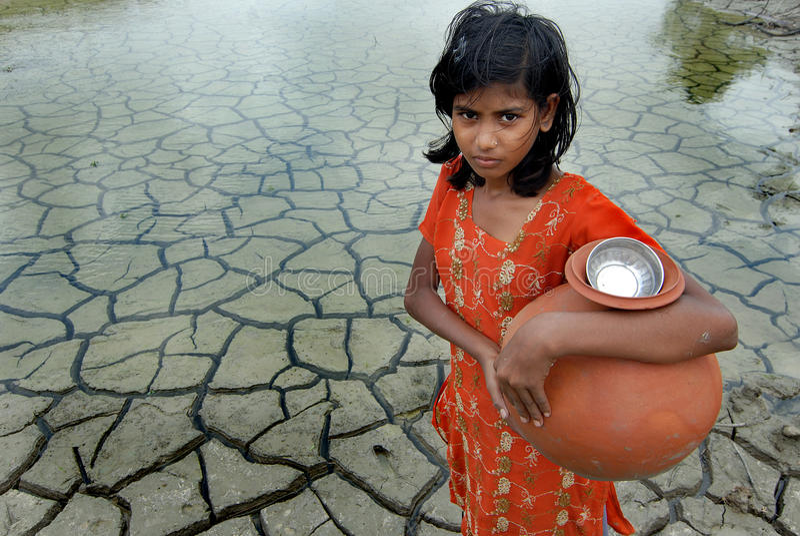 Dürre u. Regenwasser lizenzfreies stockfoto