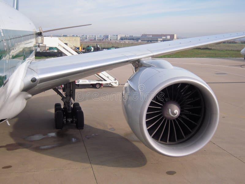 Düsentriebwerk an den Flugzeugen lizenzfreies stockfoto